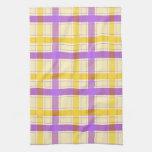 Modelo violeta y amarillo de la tela escocesa toallas
