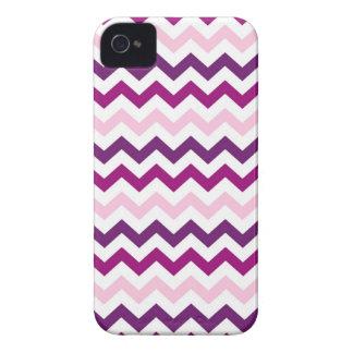 Modelo violeta y rosado de los galones del zigzag iPhone 4 Case-Mate cárcasa