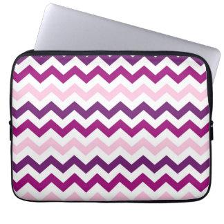 Modelo violeta y rosado de los galones del zigzag funda ordendadores