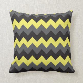 Modelos amarillos, grises, negros de Chevron Cojín Decorativo