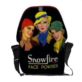 Modelos de moda retros de los cosméticos del bolsa de mensajería
