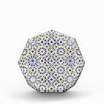 Modelos geométricos en amarillo y azul