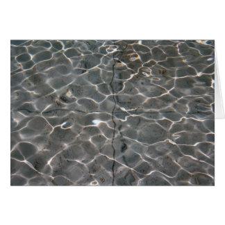 Modelos ligeros en el agua tarjeta de felicitación