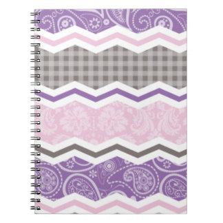 Modelos rosas claros púrpuras y de color topo de libretas espirales