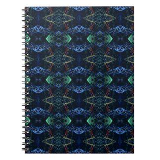 Modelos verdes de neón masculinos del spiral notebook