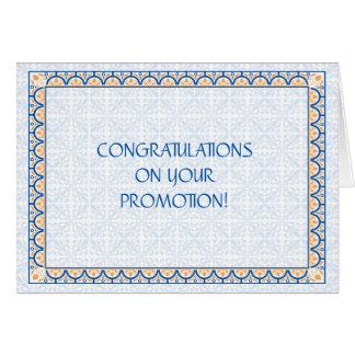 Modelos y tarjeta de la enhorabuena de la promoció