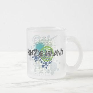 Modern Grunge Halftone Rhode Island Mug Glass