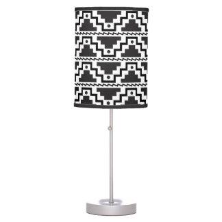 Moderno primitivo blanco del paso del negro azteca lámpara de escritorio