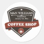 Modifique su logotipo conocido de la cafetería par etiquetas redondas