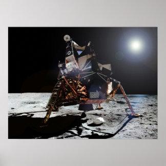 """Módulo lunar """"Eagle"""" de Apolo 11 en la luna Póster"""