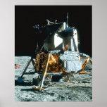 Módulo lunar en la luna póster