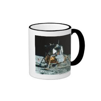 Módulo lunar en la luna tazas de café