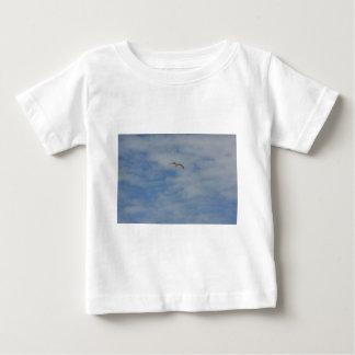 Moewe im Flug Baby T-Shirt