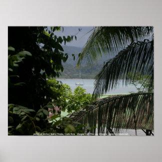Moira en el ancla, Bahía Drake, Costa Rica Póster