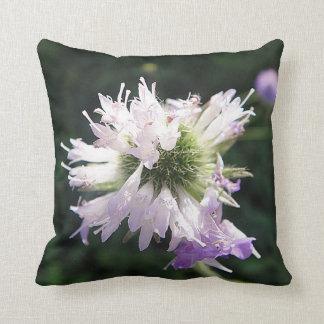 MoJo Dekokissen de flor lila de caza Cojín