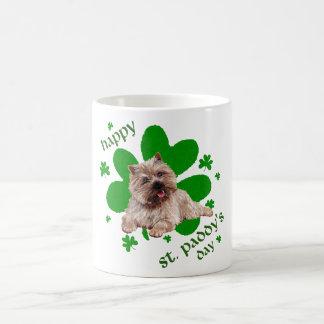 Mojón Terrier del día del St Paddys Tazas