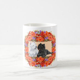 Mojón y terrieres negros de Westie en floral Taza Básica Blanca