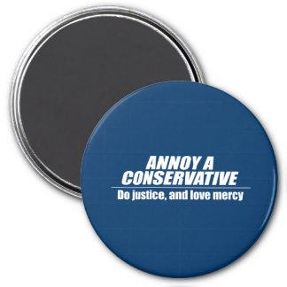 Moleste a un conservador - haga la justicia iman de nevera