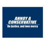 Moleste a un conservador - haga la justicia tarjeta postal