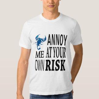Molésteme con su propio riesgo playera