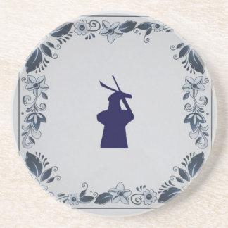"""Molino de viento azul """"de Roos"""" de la teja de Posavaso Para Bebida"""