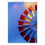 Molino de viento contra el cielo azul, Indianapoli Tarjetón