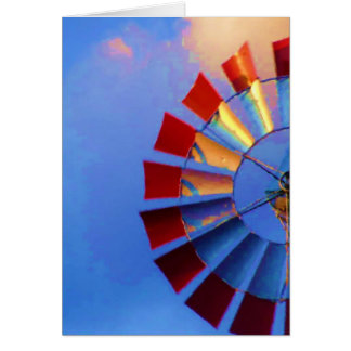 Molino de viento contra el cielo azul, tarjeta de felicitación