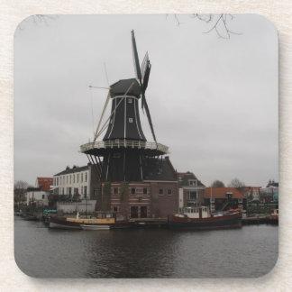 """Molino de viento """"De Adrián"""", Haarlem Posavasos De Bebidas"""