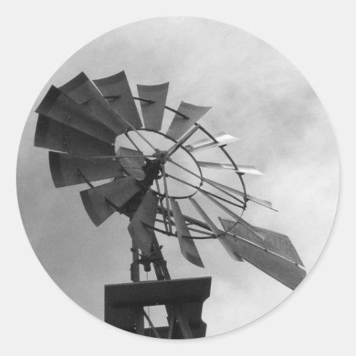 Molino de viento de B&W Pegatina Redonda