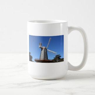 Molino de viento de Golden Gate Park San Francisco Taza Básica Blanca