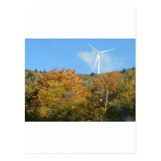 Molino de viento de la caída en la montaña Maine Postales