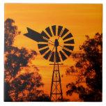 Molino de viento en la puesta del sol, Australia Azulejo Cuadrado Grande