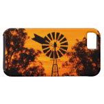 Molino de viento en la puesta del sol, Australia iPhone 5 Carcasa
