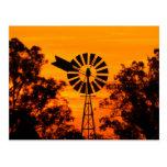 Molino de viento en la puesta del sol, Australia Postales