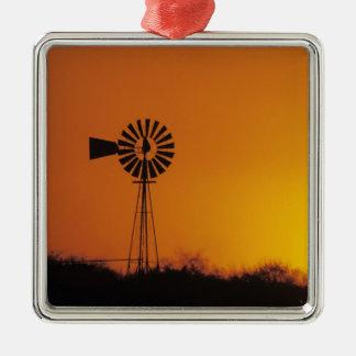 Molino de viento en la puesta del sol, Sinton, Adorno Navideño Cuadrado De Metal