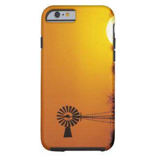 Molino de viento en la puesta del sol, Sinton, Funda De iPhone 6 Tough