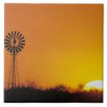 Molino de viento en la puesta del sol, Sinton, Tej Azulejo Cuadrado Grande