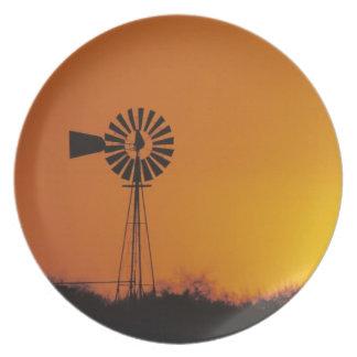 Molino de viento en la puesta del sol, Sinton, Tej Plato Para Fiesta