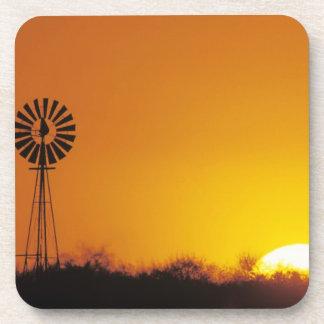 Molino de viento en la puesta del sol, Sinton, Tej Posavasos De Bebidas