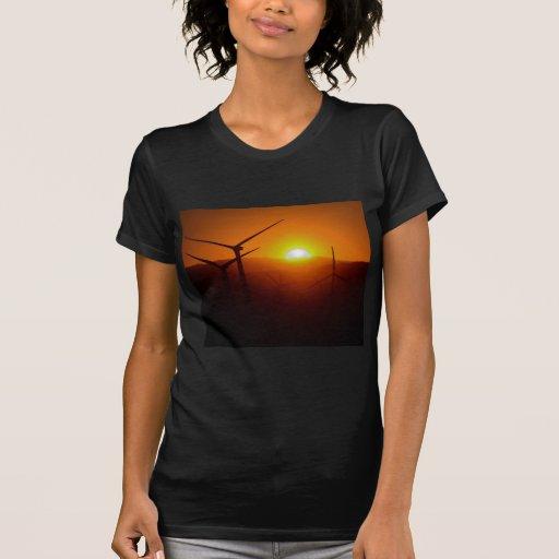 molino de viento en la salida del sol camiseta