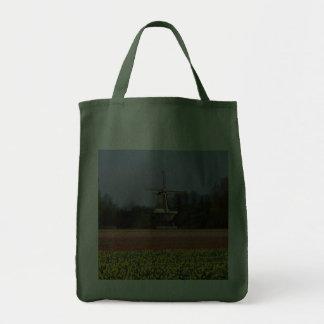 Molino de viento en los campos del bulbo bolsas de mano