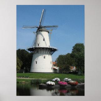 Molino de viento holandés en poster de la foto de
