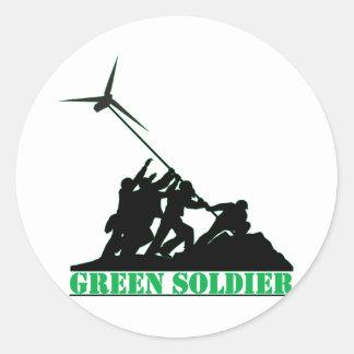 Molino de viento verde del soldado pegatina redonda