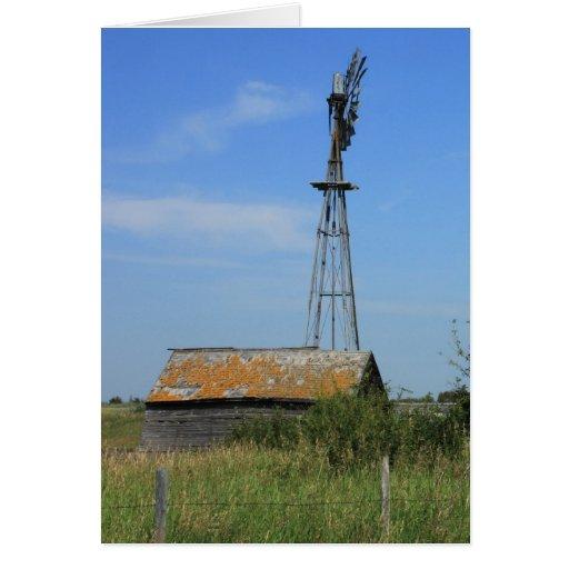 Molino de viento viejo de la pradera tarjeton
