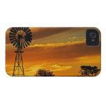 Molino de viento y puesta del sol, cala de iPhone 4 Case-Mate carcasas