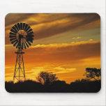 Molino de viento y puesta del sol, cala de Guiller Alfombrilla De Raton