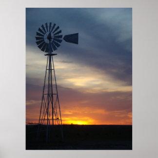 Molino de viento y puesta del sol occidental de Ka Posters