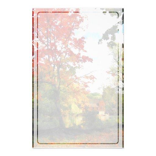 Molino distante en otoño papeleria