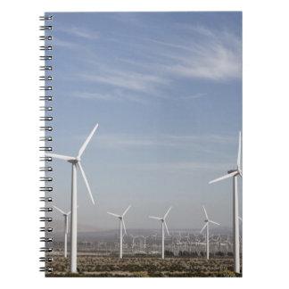 Molinoes de viento de mirada agradables en el desi spiral notebook