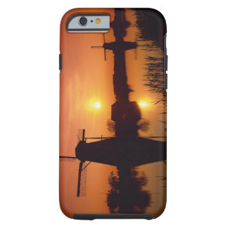 Molinoes de viento en la puesta del sol, funda para iPhone 6 tough